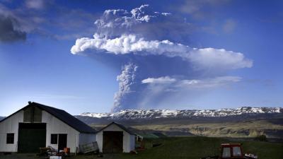 volcan islandais, tremblement, planète, volcan Grimsvoetn, éruption, cendres, glacier d'Islande, fumée, actif, insolite, planète,