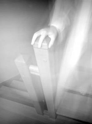 maison hantée, rabbin, étrange, paranormal, fantôme, présence, maison, synagogue, rumeurs, bruits bizarres,