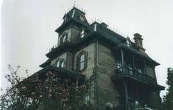 la maison qui saigne, Lucie Belmer, étrange, paranormal, fantôme, bruits de casserole, gémissements, cris d'homme, Lucie, taches de sang, étrange, paranormal, coups violents, mauvaise plaisanterie,