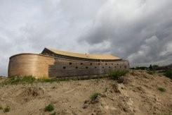 l'arche de Noé, réapparaît, sur une rivière, Pays-Bas, insolite, bible, animaux, déluge, rêve de sa vie, construire, réplique, bateau, dieu, prêt,
