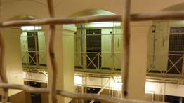 condamné, transmis le sida, compagnes, santé, agent de sécurité, derrière les barreaux, prison, mis en examen, écroué,
