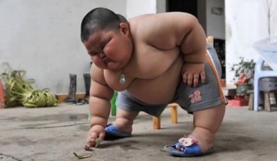 enfant de 3 ans, pèse 60 kilos, insolite, gros bébé, perdre du poids, Lu Hao,