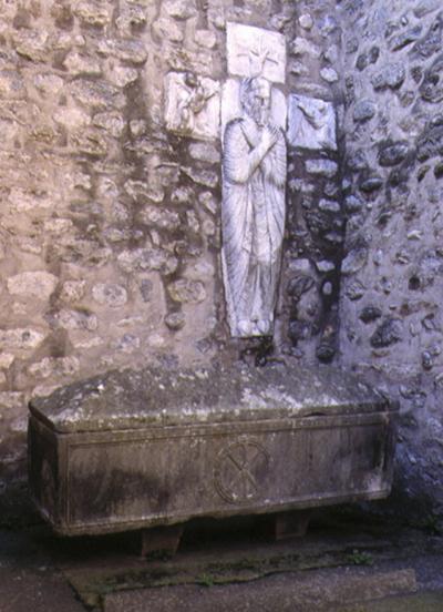 sarcophage, se remplit, se vide d'eau, Arles-sur-Tech, étrange, paranormal, mystère, Pyrénées-Orientales,
