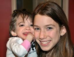 éternelle jeunesse, Brooke Greenberg, étrange, paranormal, américaine, maladie unique au monde, materner, emprisonnée, corps d'un bébé, age mental, mystère, ADN, gêne mutant, symptômes,