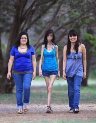 femme, plus maigre, du monde, insolite, maladie, très rare, Lizzie Velasquez, 60 repas par jour, nourriture, 30 kg, bonne santé, pas anorexique,