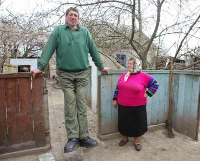 homme, plus grand du monde, insolite, 2,56 mètres, Ukrainien, Leonid Stadnyk, titre officieux, Guinness des Records,