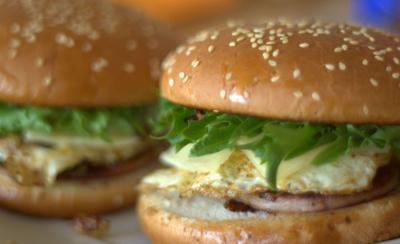 Nimes elle decouvre un ver dans son hamburger