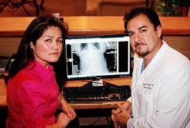 sauvée d'une balle, implants mammaires, insolite, santé, échappé à la mort, coup de pub, fabricant, faux seins, limiter impact,