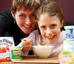Tia Mae McCarthy, mangé pour la première fois à l'âge de 10 ans, santé, maladie, nutriments vitaux, travers un tube,