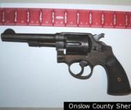 pistolet, dissimulé, dans son rectum, insolite, policiers, fouilles, infractions, Michael Leon Ward, contrebande, 25 centimètres, prison, insu des autorités,